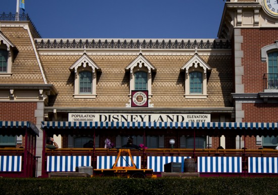 disneyland train station: main street