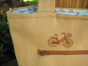 bicycle tote - zipper detail
